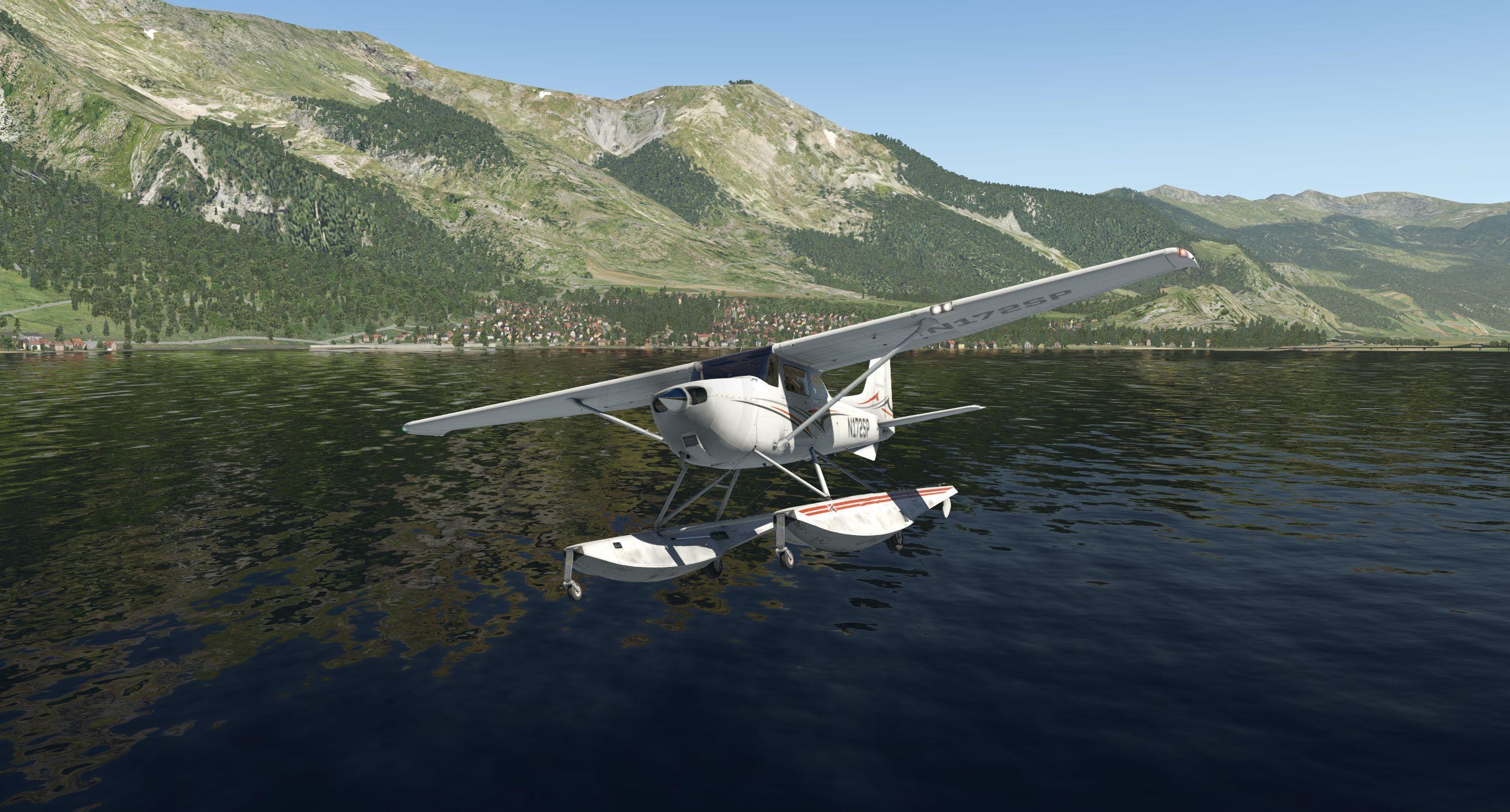 Cessna_172SP_seaplane_2.jpg